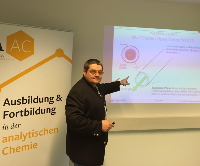 Prof. Dr. Erich Leitner beim Vermitteln der Stationären Phase