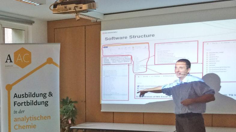 Dr. Peter Walla führte eifrig durch das GC-MS Softwaretraining